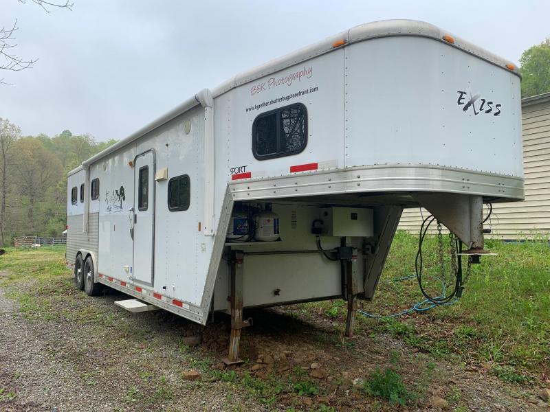 2008 Exiss Sport 3 Horse Slant Load Trailer w/ Living Quarters