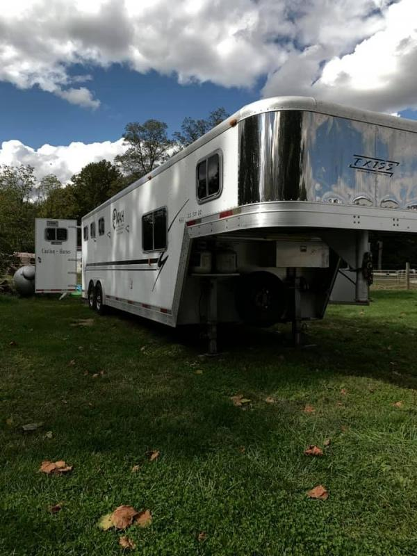 2000 Exiss Event 3 Horse Gooseneck Trailer w/ 10' Living Quarters