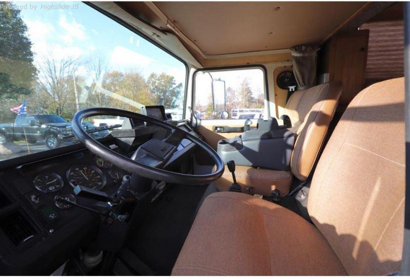 English Horse Coach - 1985 Volvo F6 Three Horse Van
