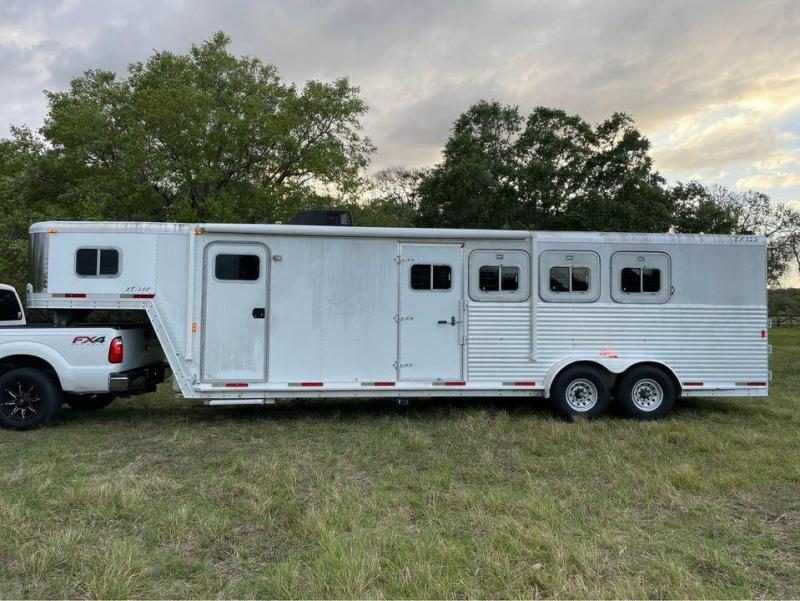 2001 Exiss XT 408 4 Horse Trailer w/ 8' SW Living Quarters
