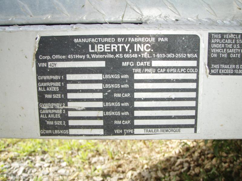 1997 Liberty Soft Touch 3H BP Slant Trailer