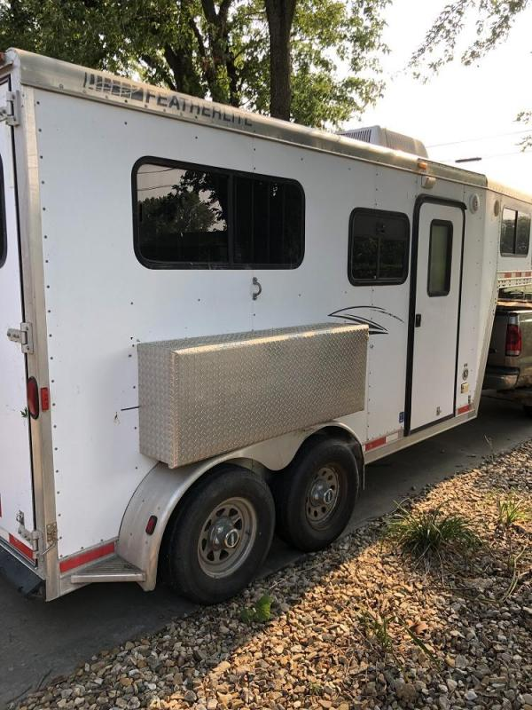 2001 Featherlite 9607 Weekender Horse Trailer