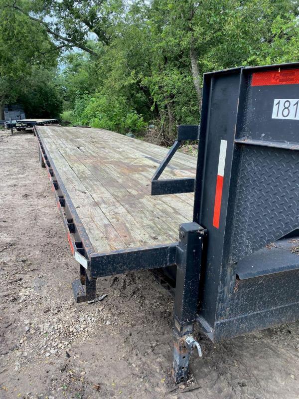 2014 Texas Pride 40' Flatbed Equipment Gooseneck Trailer