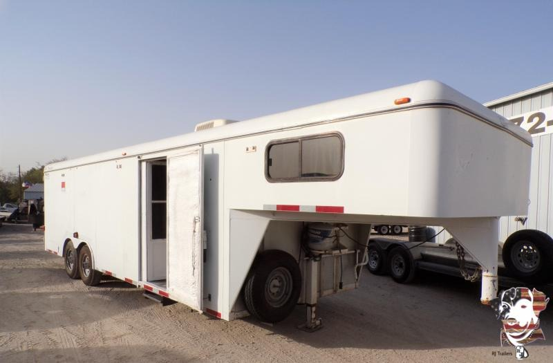 2002 CM 8.5 x 32 USED Enclosed Cargo Trailer