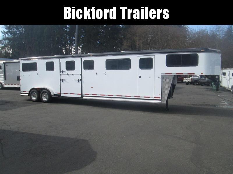 2021 Hawk Trailers Elite Horse Trailer