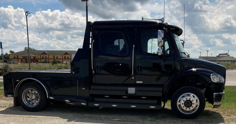 2015 Freightliner SportChassis Truck