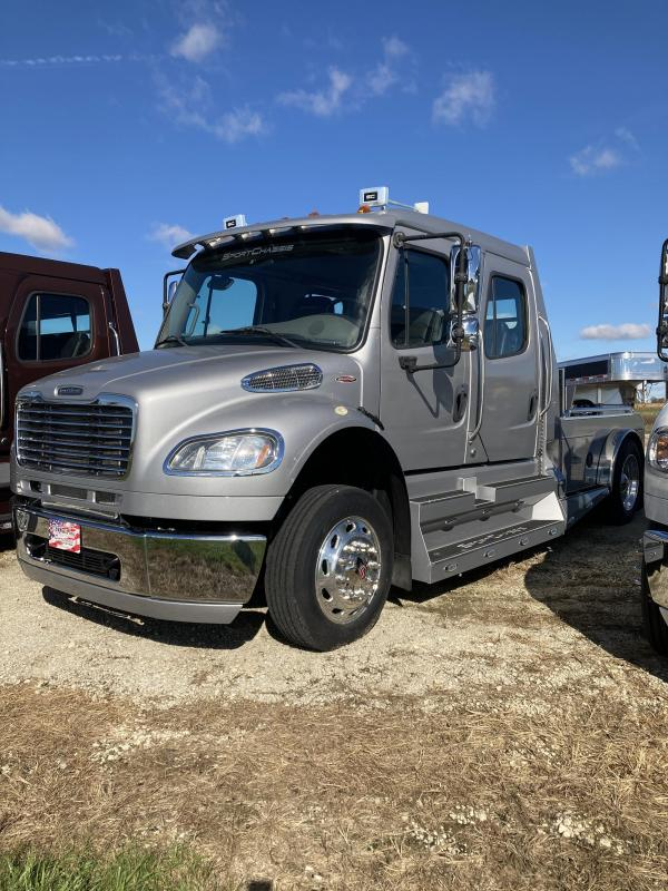2015 Freightliner Sport Chassis RHA114 Truck