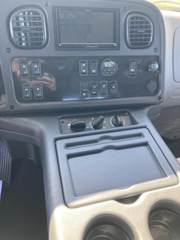 2015 Freightliner Sport Chassis RHA114 Truck
