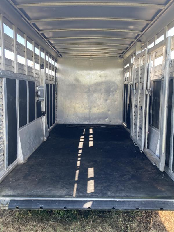 1999 Featherlite 8411 Livestock Trailer