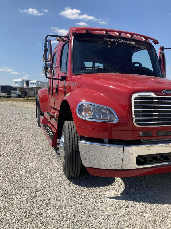 2016 Freightliner SportChassis Truck
