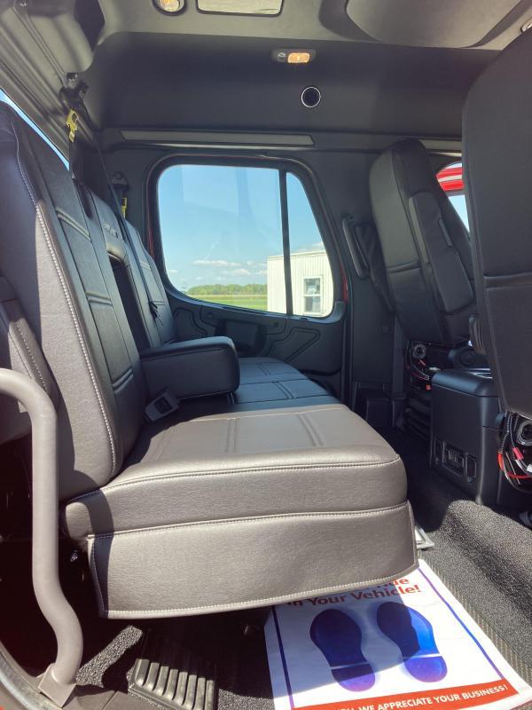 2016 Freightliner SportChassis Truck