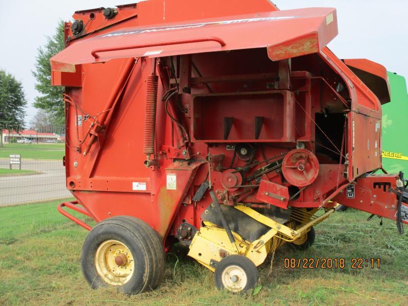 2004 BR780 NEW HOLLAND ROUND BALER