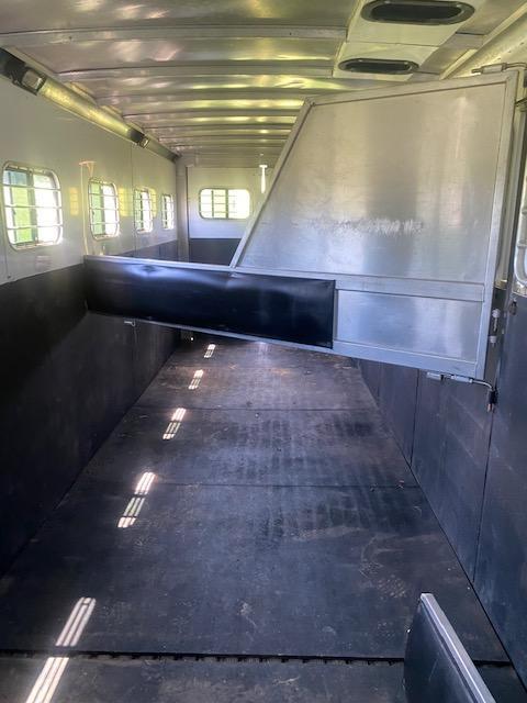 2004 Sundowner 6 Horse Slant HorseTrailer