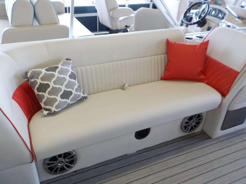 2021 Qwest LS 820 CTR Pontoon Boat