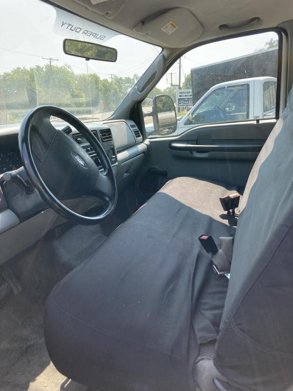 2004 Ford F250 Truck with Lift Gate