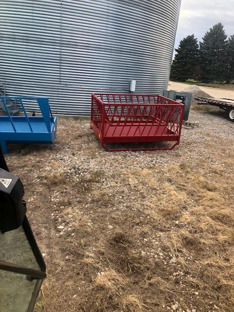 2020 PMC model 400 sheep and goat feeder