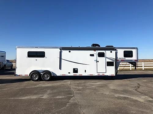 Lakota 2019 Colt 3H LQ Horse Trailer