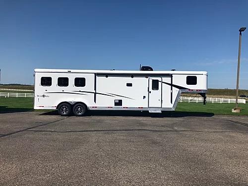 2019 Bison Trail Boss 3H LQ Horse Trailer