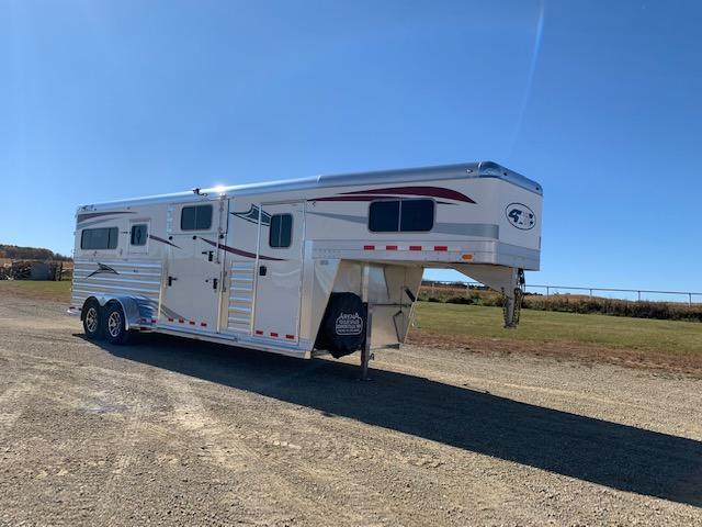2021 4-Star Trailers 2+1 Horse Trailer