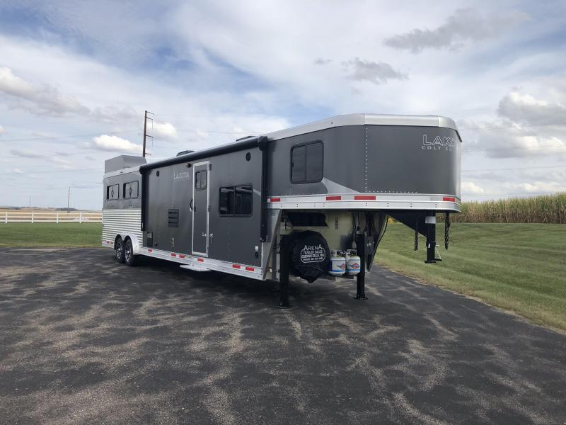 2022 Lakota 4H LQ Horse Trailer