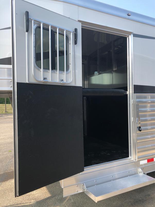 2022 4-Star Trailers Head to Head Horse Trailer