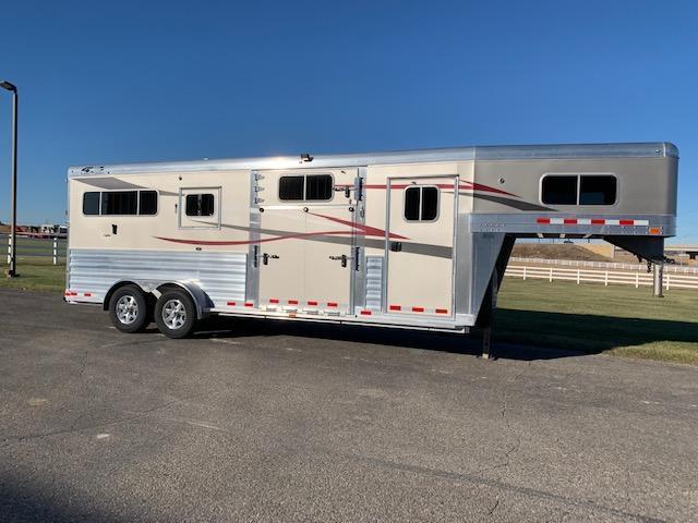 2018 4-Star Trailers 2+1 Horse Trailer