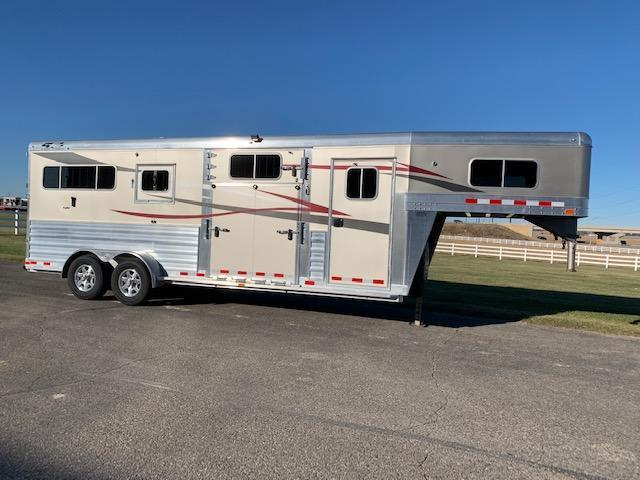 2018 4-Star Trailers 2+1 Horse Trailer