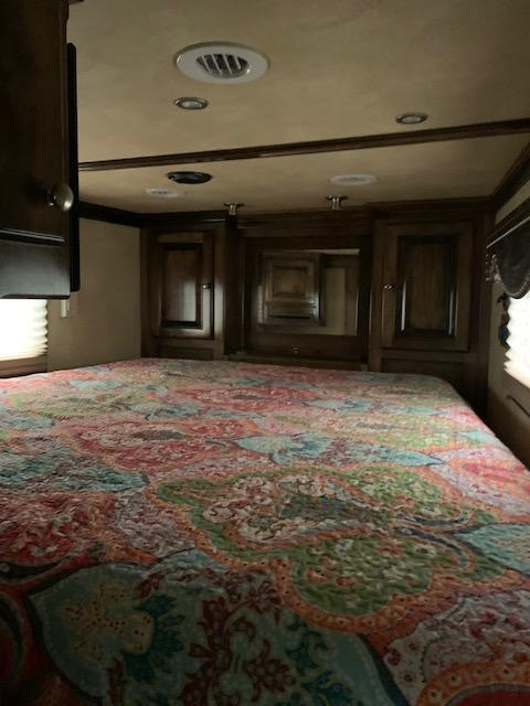 2011 Platinum Coach 3H LQ Horse Trailer