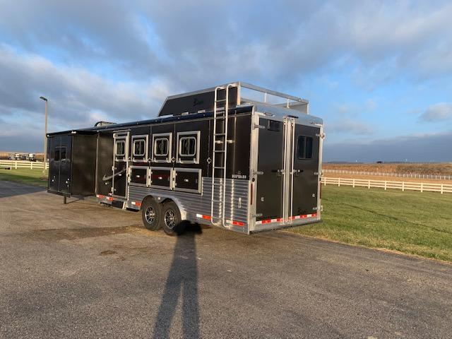 Bison 2021 Trailers 4H LQ Horse Trailer