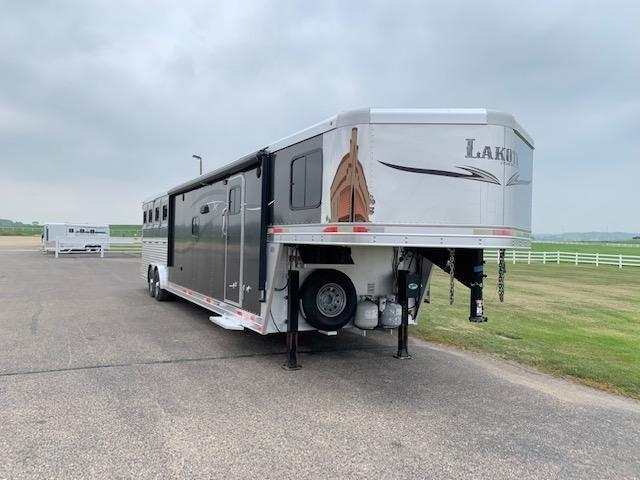 2015 Lakota C8415 Horse Trailer