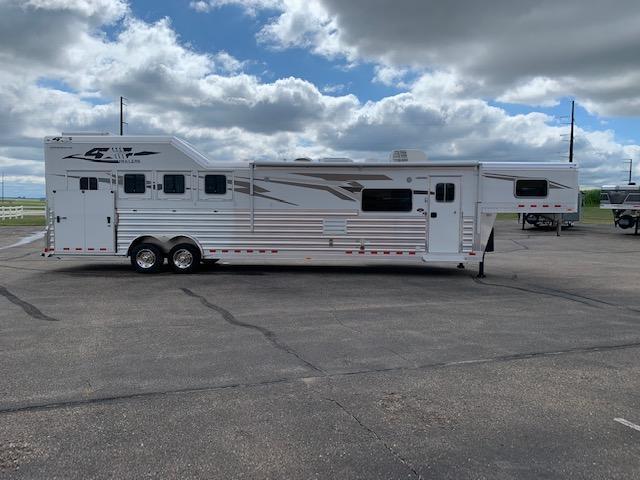 4-Star 2020 4H LQ Horse Trailer