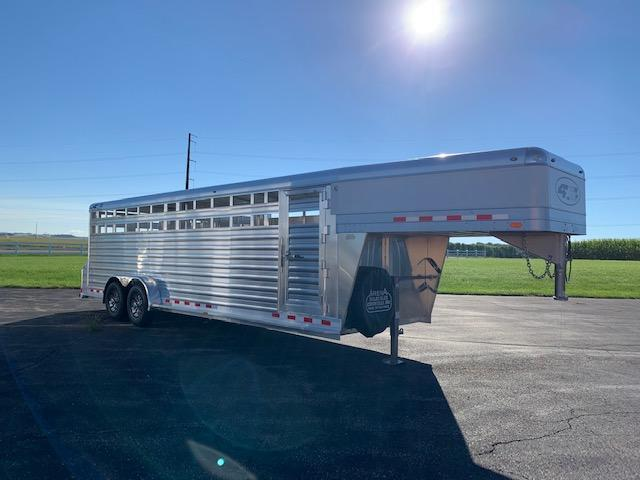 2022 4-Star Trailers Deluxe Stock Livestock Trailer