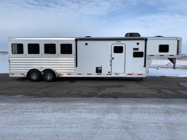 2017 Exiss Trailers 4H LQ Horse Trailer
