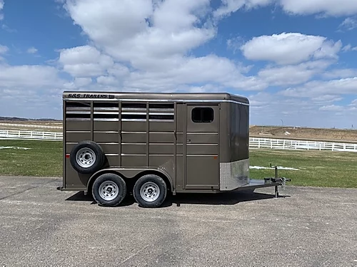 2021 S and S 2H BP Horse Trailer