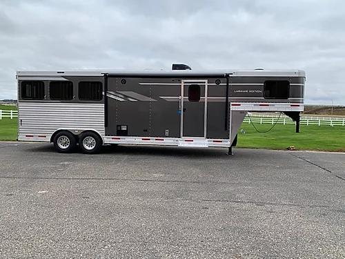 2020 SMC 3H LQ Horse Trailer