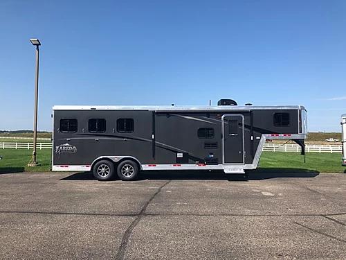 Bison 2019 Laredo 3H LQ Horse Trailer