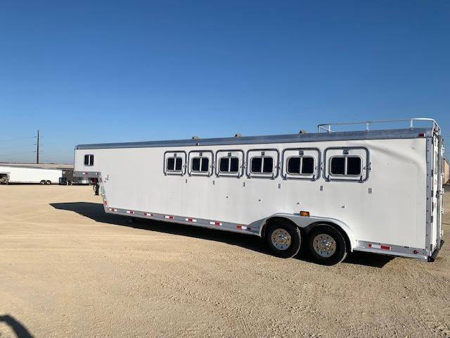 1990 Featherlite 6H GN Horse Trailer