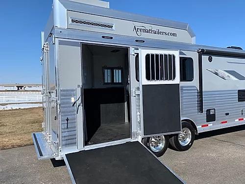 SMC 2020 Laramie 3H LQ Horse Trailer