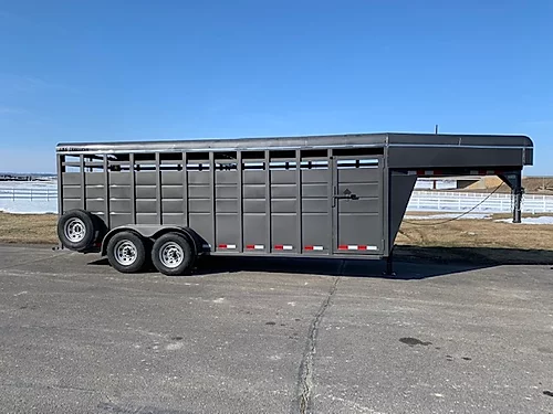 S and S 2021 20' Stock GN Trailer