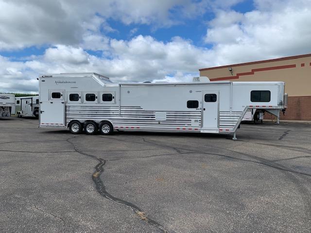 2020 Cimarron 4H LQ Horse Trailer
