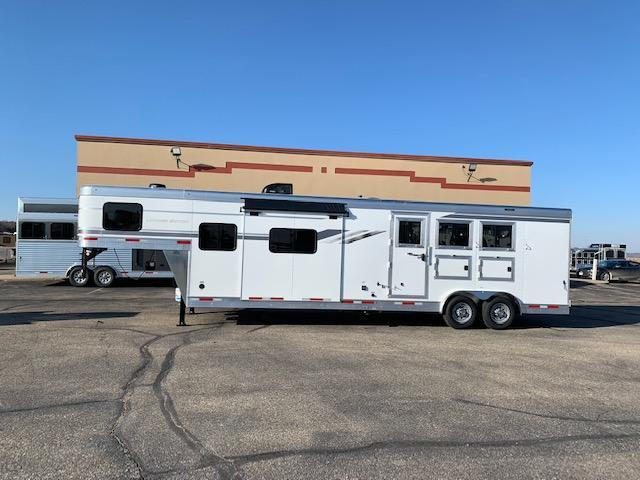 SMC 2021 Horse Trailers 3H LQ Horse Trailer