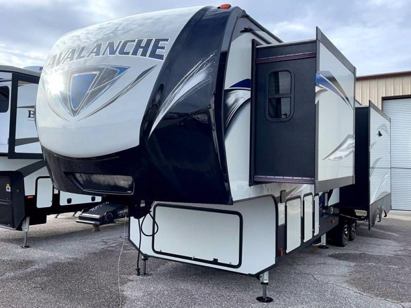 2018 Keystone RV AVALANCHE 320RS