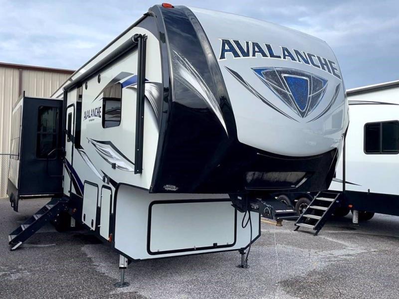 2018 Keystone RV AVALANCHE 320 RS