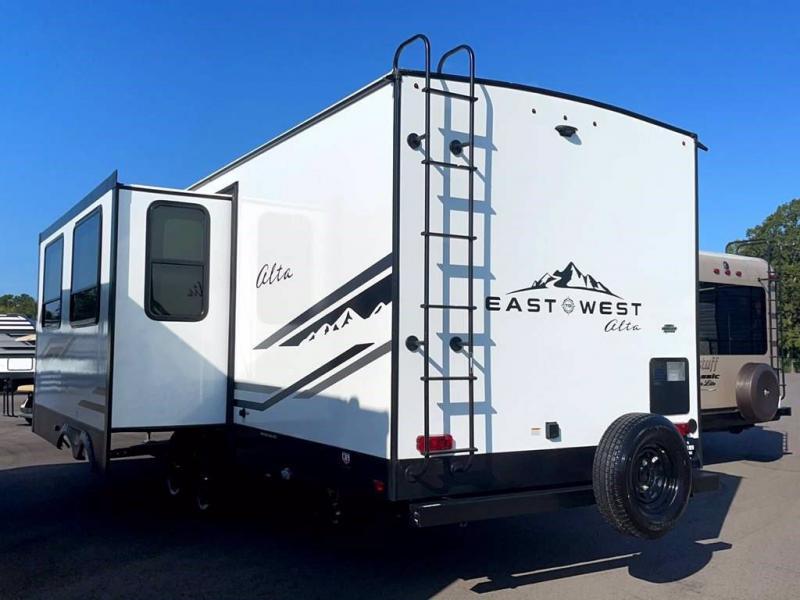 2021 East To West ALTA 2800KBH