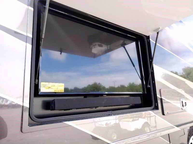 2021 Fleetwood RV PACE ARROW LXE 38N