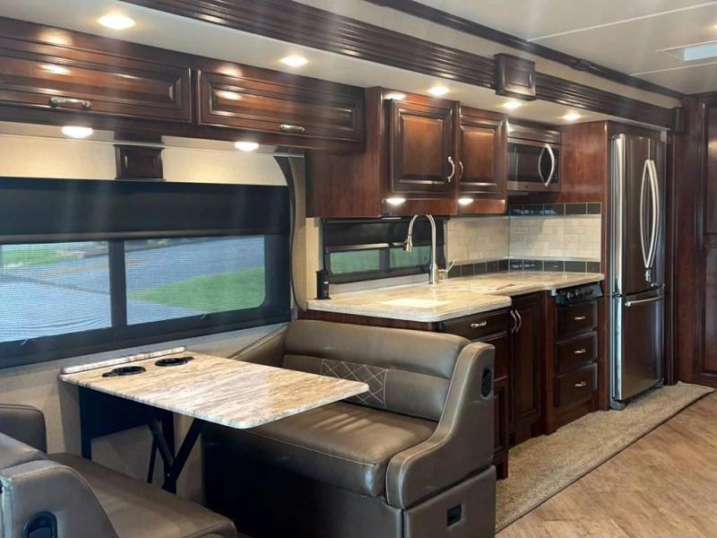 2019 Fleetwood RV BOUNDER 35P