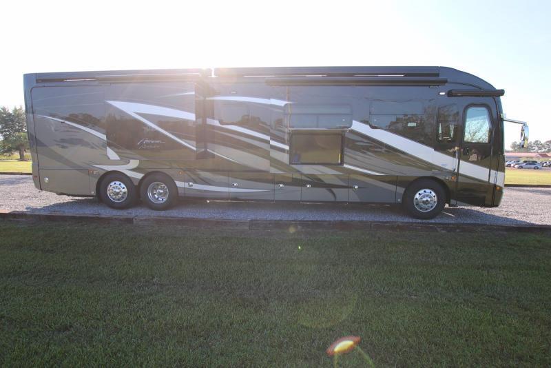 2020 American Coach Revolution 42Q