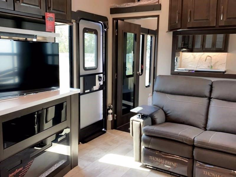 2021 Grand Design RV MOMENTUM 393G
