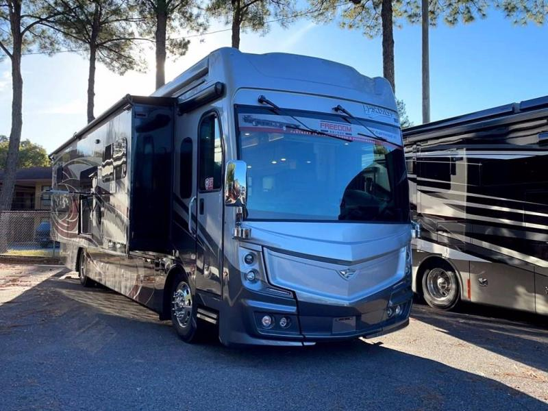 2022 Fleetwood RV DISCOVERY 40M