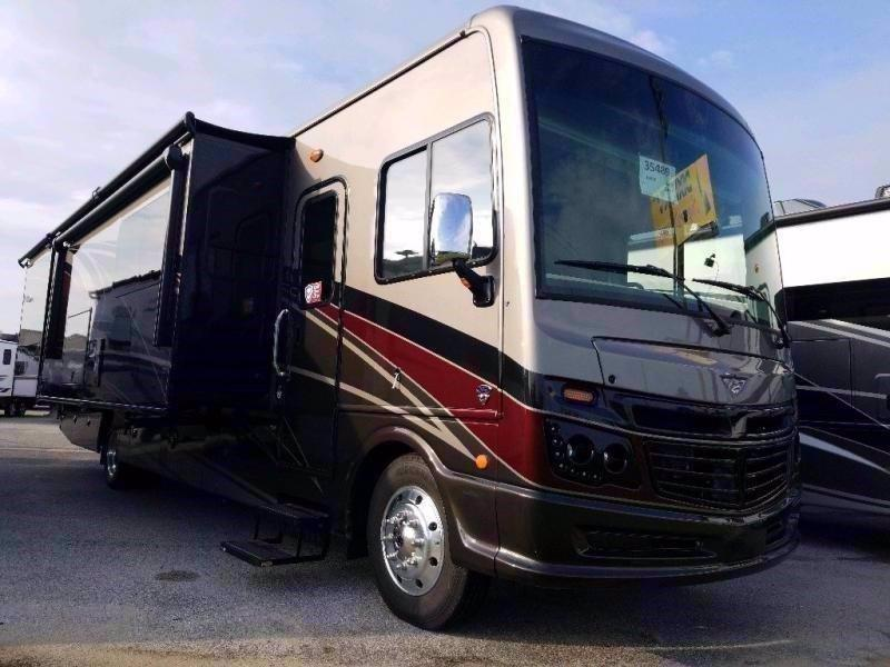 2021 Fleetwood RV BOUNDER 35P